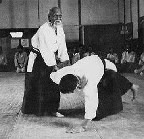 morihei-ueshiba-aikido-003 O-Senseï
